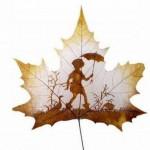Рисунки на листьях, листья, рисунок, дети, зонт, дорога, прогулка, мальчик, девочка, игра, клён...